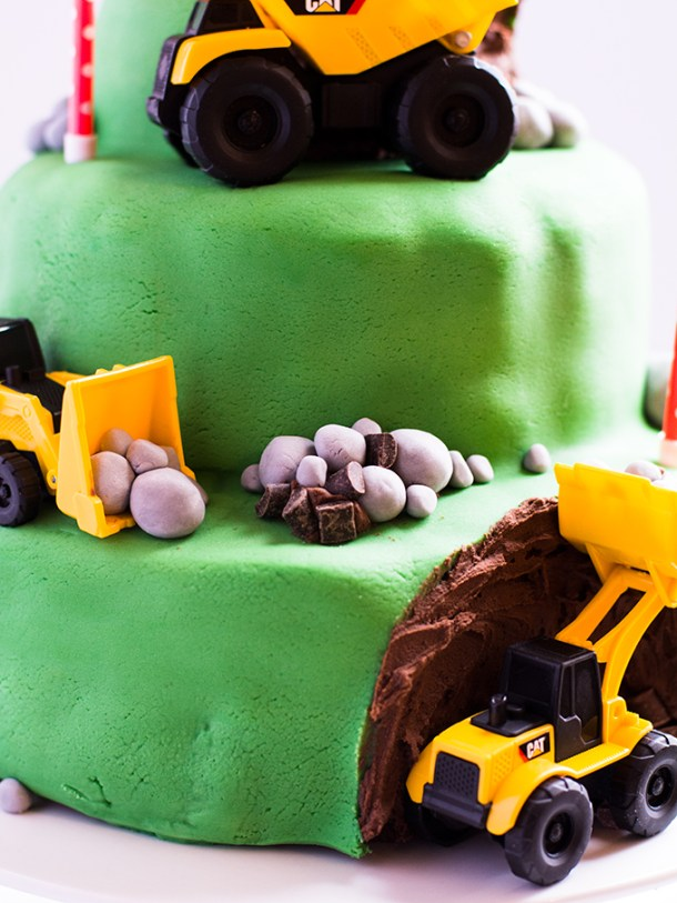 7 tips for a stress free kids birthday cake with fondant icing | fondant icing | birthday cakes | childrens cakes | kids cakes | stress free baking | baking | cakes | digger cakes | boys cakes | girl cakes | green cakes | mud cakes | 3 year old cake | chocolate cake | 3 tier cake |