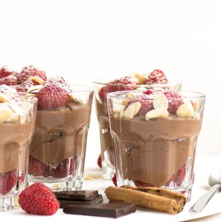 Dark rich chocolate mousse with raspberries – healthy and vegan