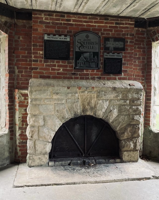 The history of Sqiure's Castle described above fireplace