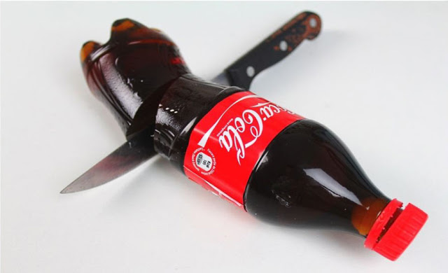Partytrick aus Russland, oder: Wie man eine Flasche Cola essen kann