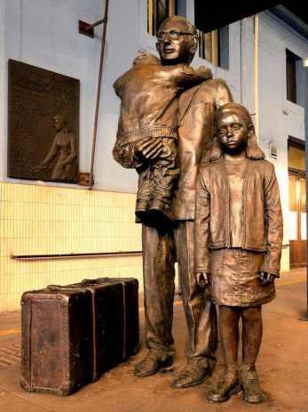 Czech statues04