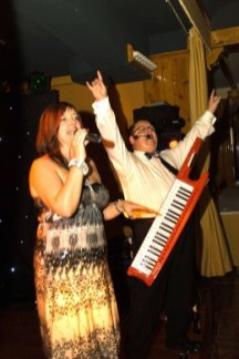 Image of Gill & Henry singing