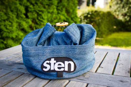 A bag to keep your chalk in when bouldering. Made by reused denim in Sweden.