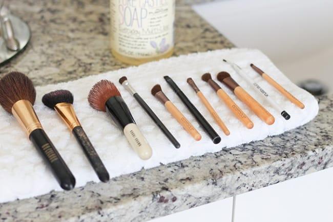 طرق تنظيف أدوات التجميل
