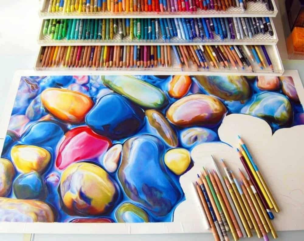 لوحة فنية بالأقلام الملونة