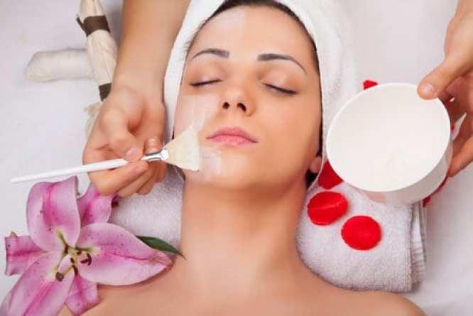 Différentes-utilisations-du-blanc-dœuf-pour-prendre-soin-de-votre-santé-et-de-votre-beauté-masque-à-loeuf-et-au-citron