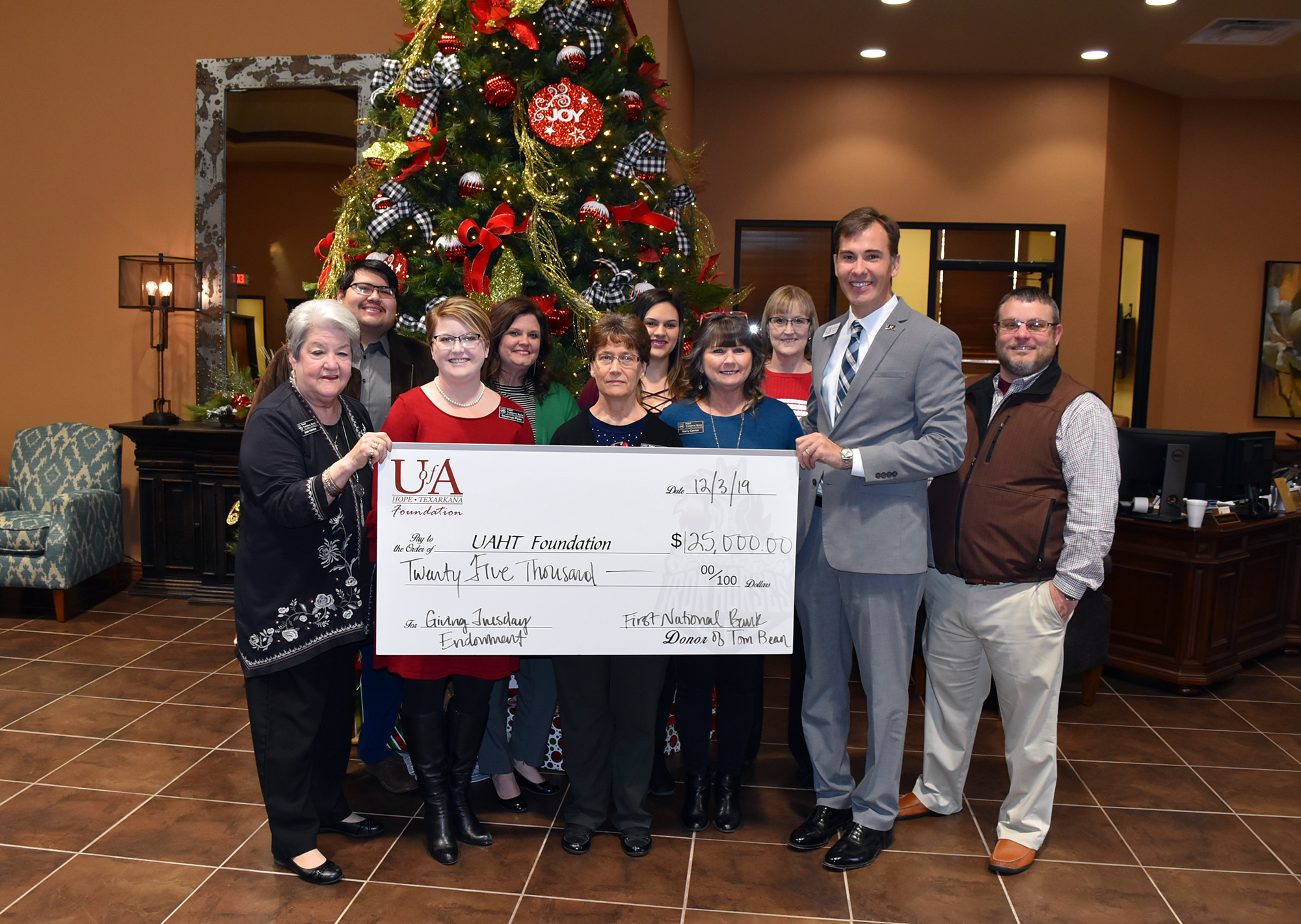 First National Bank of Tom Bean-Hope Branch Endowed Scholarship Established at U of A Hope-Texarkana