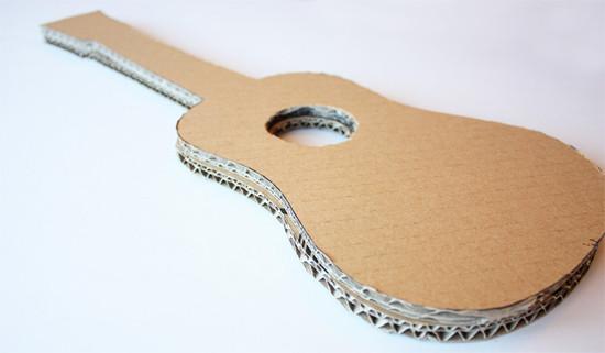 Мастер-класс с фото: как сделать игрушечную гитару из картона в домашних условиях