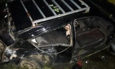 Veículo ficou bastante danificado com a colisão (Foto: Ubaitaba Urgente)