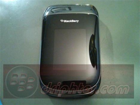 Video: BlackBerry 9670 Clamshell Running OS 6
