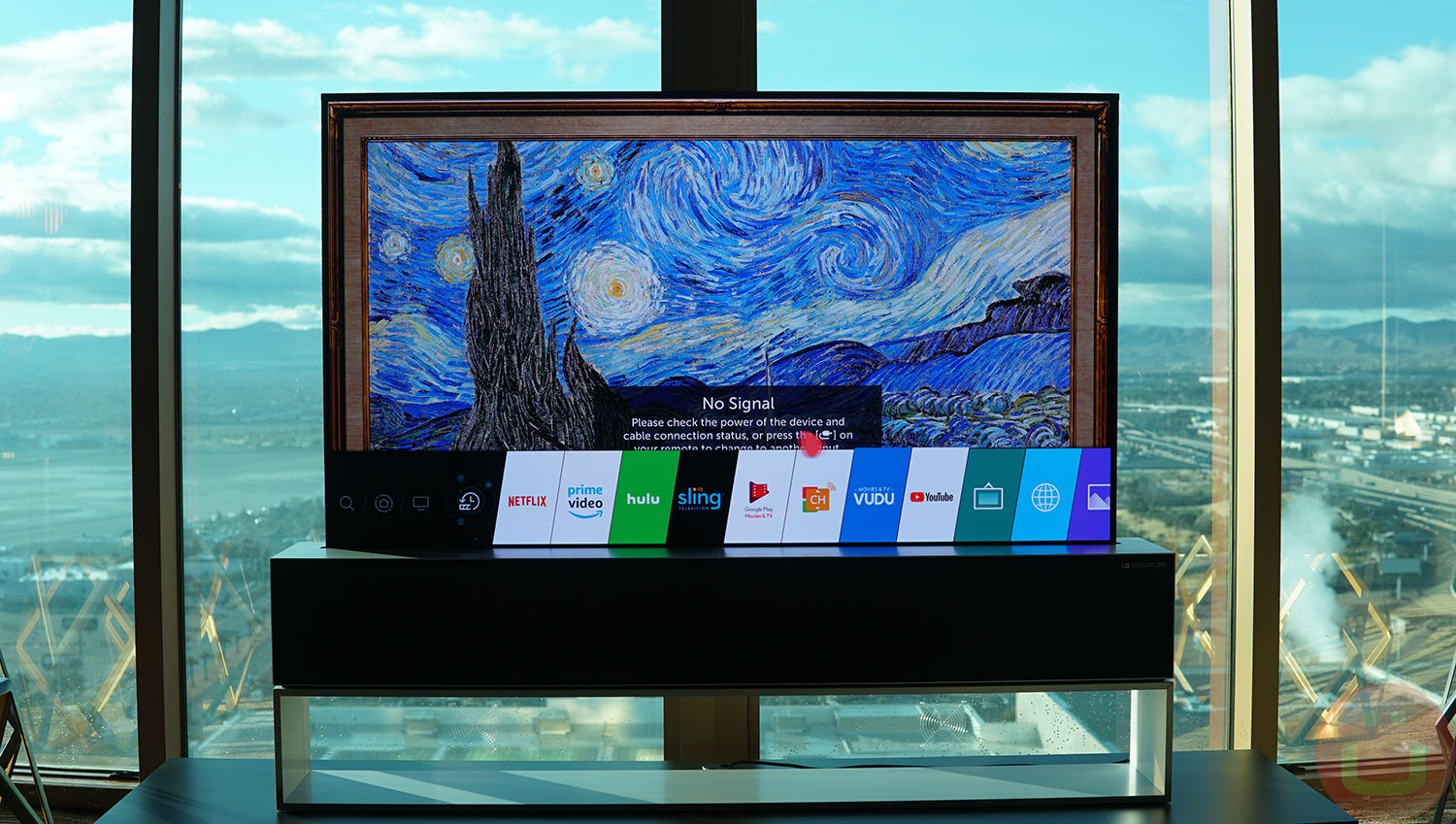 LG SIGNATURE OLED TV R: World's First Rollable TV | Ubergizmo