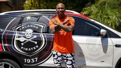 Photo of Zakes Bantwini and Naak Musiq Flaunt Their New Orlando Pirates' Kit