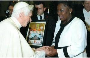 Papa con Rebecca Kadaga