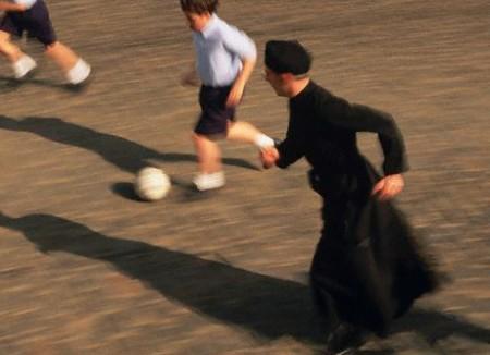 Sacerdote gioca