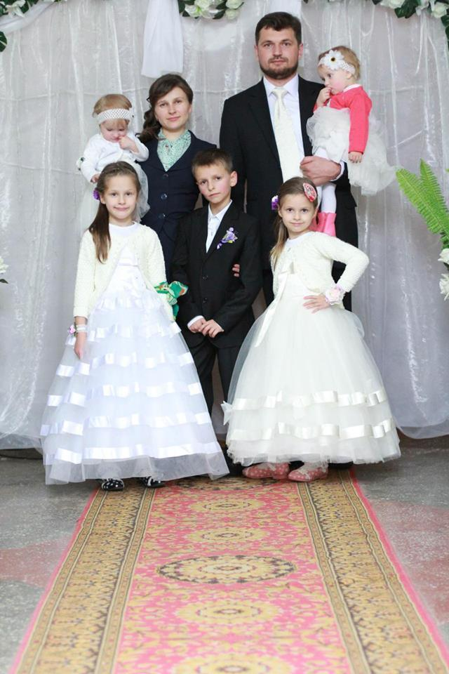""",,Unde este pace în familie, acolo este binecuvîntare !"""" Familii model. Interviu cu familia Preotului Simion Culeac."""