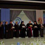البطريرك لحام والسفير البابوي والام وازن مع المكرمين في الاحتفال