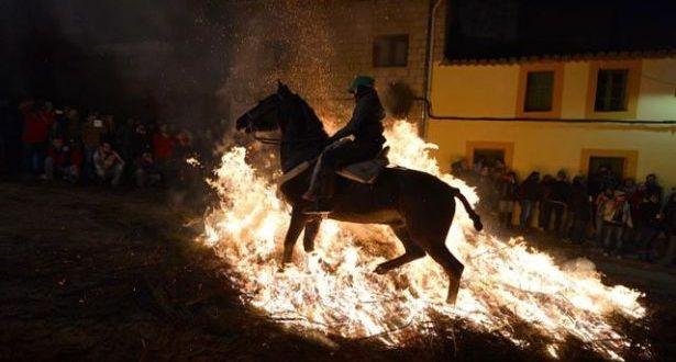 """في الـ""""لومينارياس"""" تصاعد دخان القديس انطونيوس… وتطهّرت الجياد"""