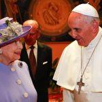 البابا فرنسيس وملكة بريطانيا اليزابيث الثانية في الفاتيكان