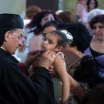 البطريرك الراعي يبارك طفلة في عكا أمس