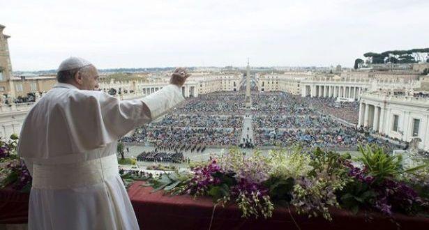 """البابا يتلو صلاة """"افرحي يا ملكة السماء"""" ويوكل إلى مريم ملكة السلام مصائر شعوب الشرق الأوسط"""