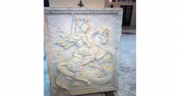 منحوتة القديس جاورجيوس الأصلية عادت إلى بحمدون اشتراها آل الندّاف من معرض وحفظوها في المنصورة
