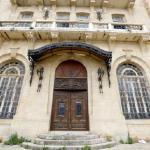 «أوتيل الجبيلي» العشب نبت على الادراج (مروان بوحيدر)