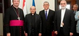 وفد أبرشية استراليا المارونية زار جامعة الروح القدس