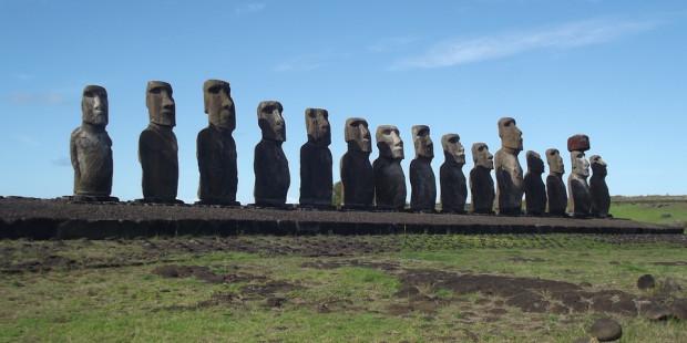 """""""جزيرة الفصح"""" في تشيلي ولغز تماثيلها الضخمة والغريبة"""