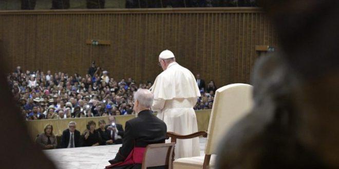 البابا فرنسيس يستقبل حجاجًا من السلفادور
