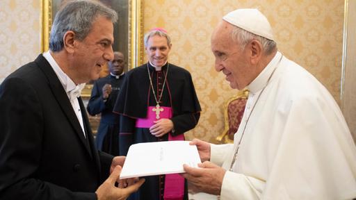 البابا فرنسيس يتسلّم أوراق اعتماد سفير لبنان في الفاتيكان