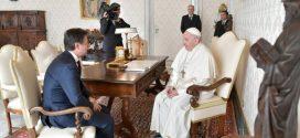 البابا فرنسيس يستقبل رئيس الوزراء الإيطالي في زيارته الأولى إلى الفاتيكان