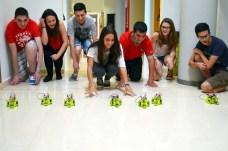 Los estudiantes prueban sus robots
