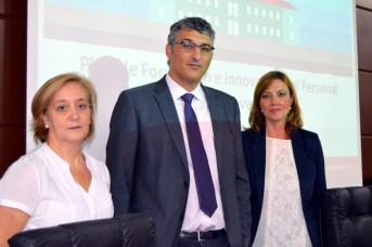 La directora académica María Isabel López Solera, el vicerrector de Docencia, José Manuel Chicharro; y la directora de la Unidad de Desarrollo Profesional, Rosa Abad