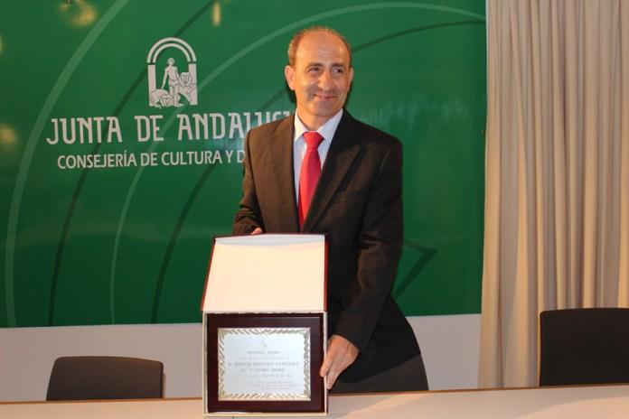 Ignacio Márquez Cañizares recoge el premio Onuba de Novela