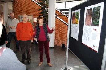 La profesora Rocío Guardado explicando a los alumnos diferentes cuestiones