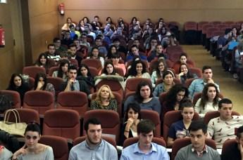 Numerosos alumnos participaron en el debate