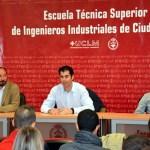 Javier Bermejo (centro), durante su intervención