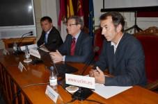 El rector, Juan I. Mera (dcha.) e Isidoro Miranda (izq.) durante la inauguración de la MAET