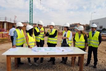 Fotografía durante la visita a la reanudación de las obras