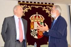 El profesor José María Ureña, exdecano de la Facultad de Caminos, presentó a su colega Enrique Castillo
