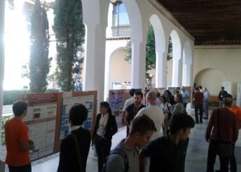 Exhibición de pósteres en el edificio universitario de Madre de Dios