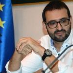 El europarlamentario Sergio Gutiérrez durante su visita al Campus de Toledo