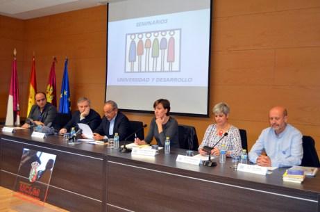 En la imagen, los representantes políticos con Juan Ramón de Páramo en el centro