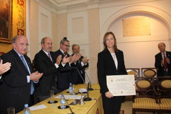 Soledad Campos, tras recoger el diploma como Académica Correspondiente de la Real Academia Nacional de Farmacia