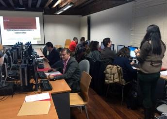 Sesión de trabajo en el laboratorio de informática