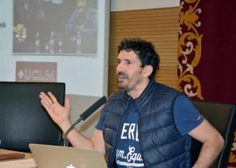 César Bona durante su conferencia en Toledo