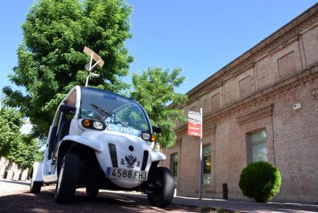 Exhibición de un coche eléctrico en el Campus de Toledo