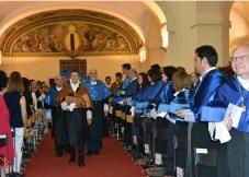 El secretario general acompaña a los profesores Martín y Prato en su acceso a la iglesia-paraninfo de San Pedro Mártir