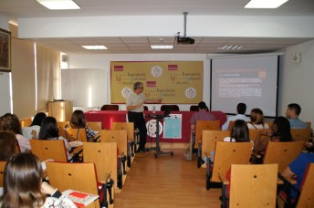 El profesor de la UCLM José Luis Gallardo imparte la primera ponencia.