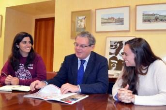 El rector abordó con las representantes estudiantiles cuestiones de interés para la institución académica